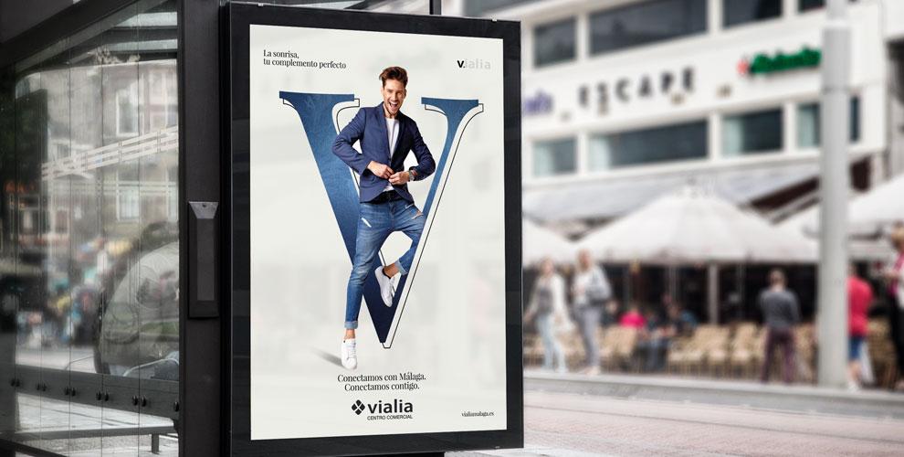 Vialia Málaga Centro Comercial Campaña Lanzamiento Corporativa marquesina